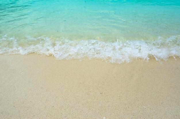 Vista del mare e della sabbia durante le vacanze, viaggi thailandia, lipe koh.