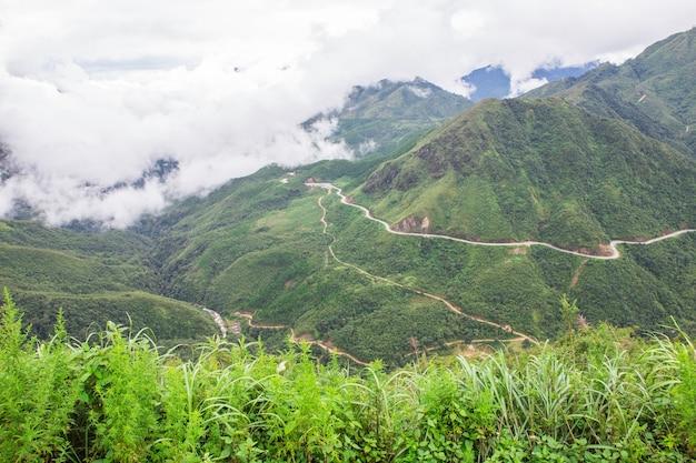 Vista del monte fansipan in vietnam