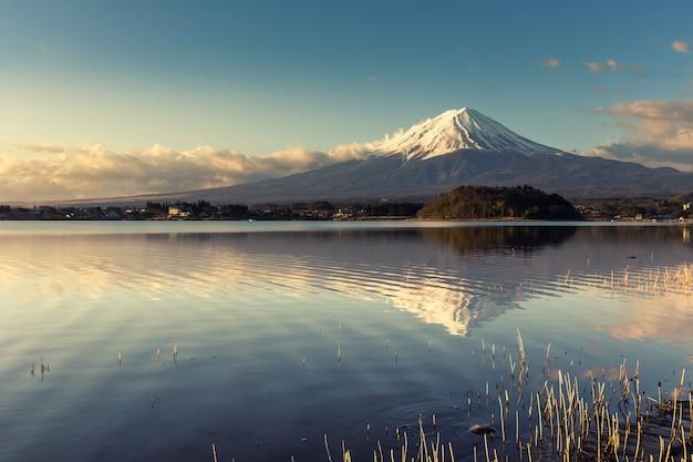 Vista del monte fuji all'alba