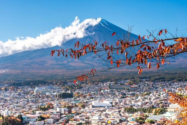 Vista del monte fuji dalla pagoda rossa