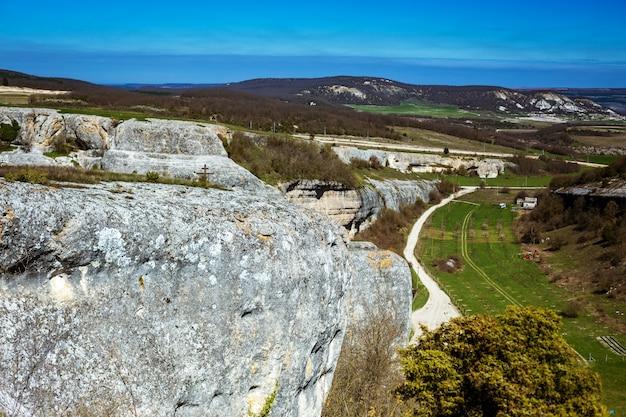 Vista del paesaggio dalla montagna alla valle