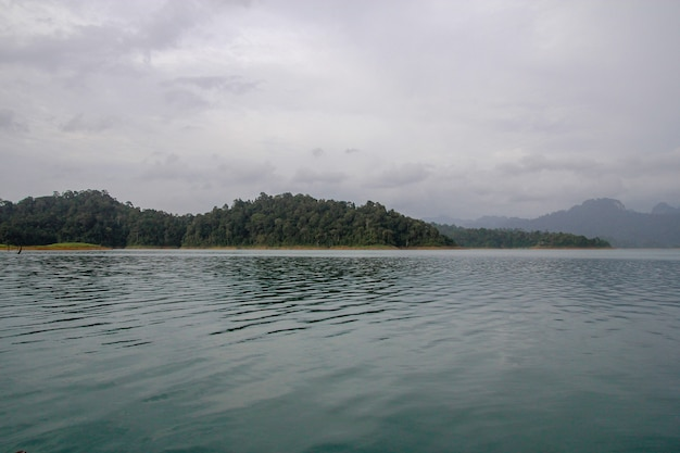 Vista del paesaggio naturale chiao lan dam