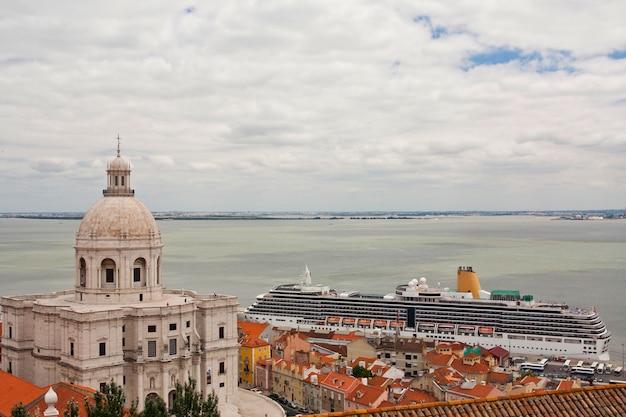 Vista del pantheon nazionale situato a lisbona, in portogallo.