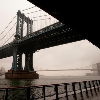 Vista del ponte di manhattan a manhattan, new york city, stati uniti d'america