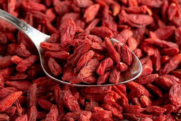 Vista del primo piano dei frutti secchi rossi