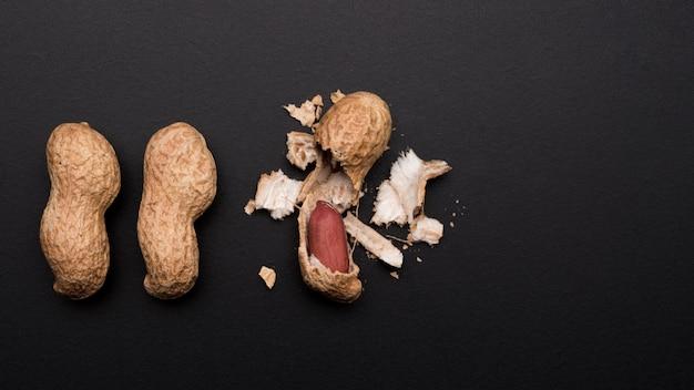 Vista del primo piano delle arachidi con lo spazio della copia