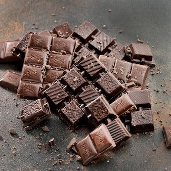 Vista del primo piano delle compresse di cioccolato deliziose