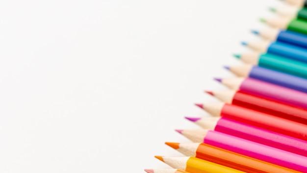 Vista del primo piano delle matite con lo spazio della copia