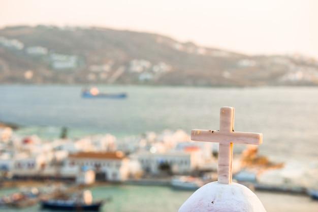 Vista del tradizionale villaggio greco con case bianche sull'isola di mykonos, in grecia,