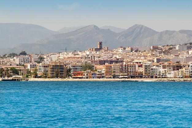 Vista del villaggio di alicante javea dal mar mediterraneo