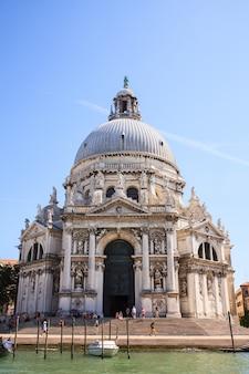 Vista della basilica di santa maria della salute a venezia, italia