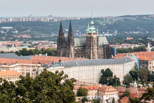 Vista della cattedrale di praga dalla torre di petrin