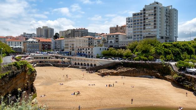Vista della città di biarritz dall'oceano atlantico, francia