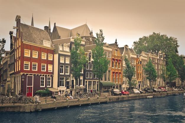 Vista della città di una città olandese