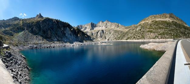 Vista della diga di cap de long, pirenei francesi