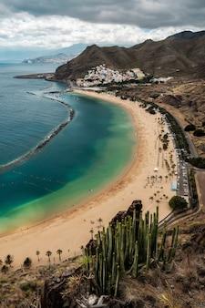Vista della spiaggia di las teresitas, tenerife