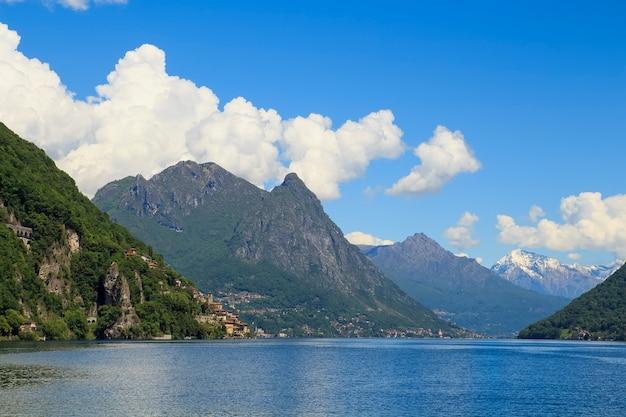 Vista delle alpi, svizzera