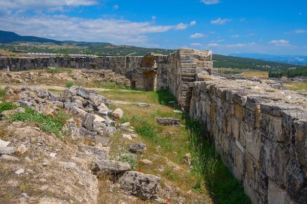 Vista delle rovine di heropolis vicino a pamukkale.