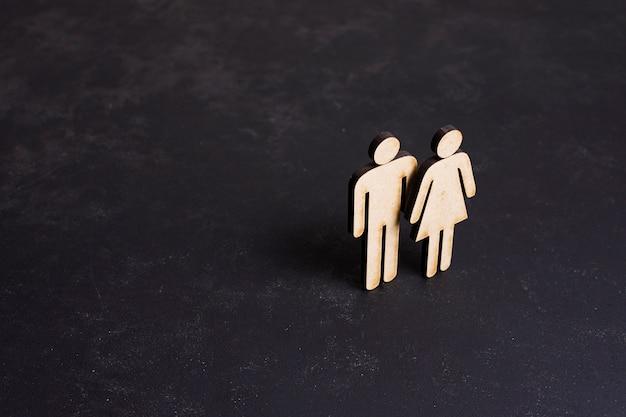 Vista di concetto di uguaglianza della donna e dell'uomo del cartone alta