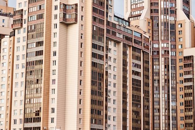 Vista di costruzione moderna in un paesaggio della città