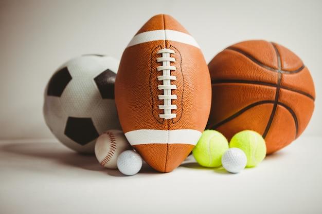 Vista di diversi sport con la palla