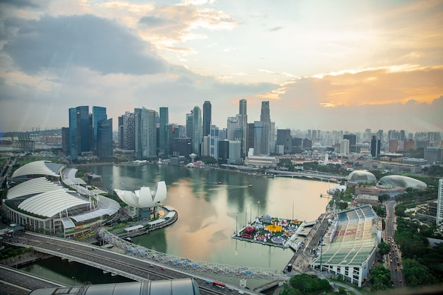 Vista di occhi di uccello dal volantino di singapore