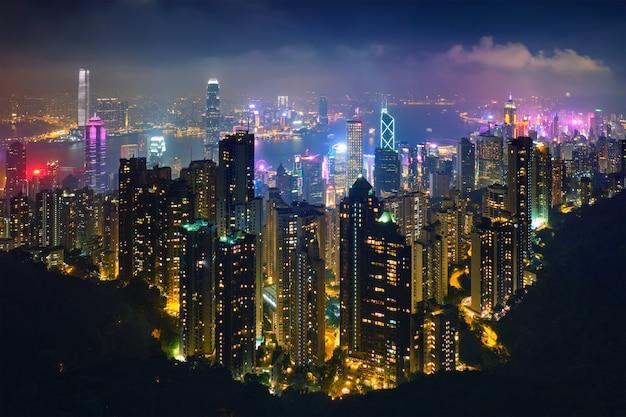 Vista di paesaggio urbano dell'orizzonte dei grattacieli di hong kong
