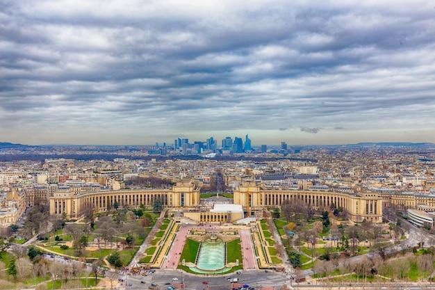 Vista di paesaggio urbano di parigi dalla cima della torre eiffel