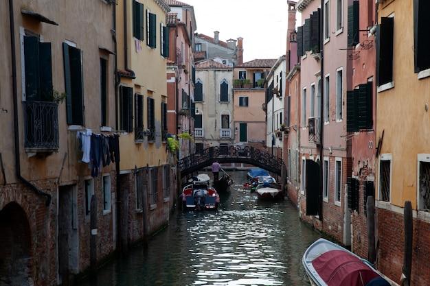 Vista di un tipico gondoliere a venezia