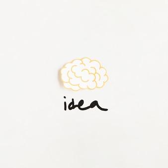 Vista elevata del cervello con la parola idea su sfondo bianco