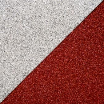 Vista elevata del tappeto rosso e grigio