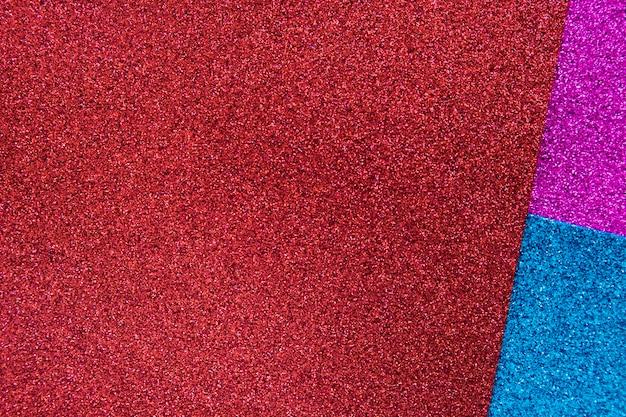 Vista elevata di tre tappeti colorati