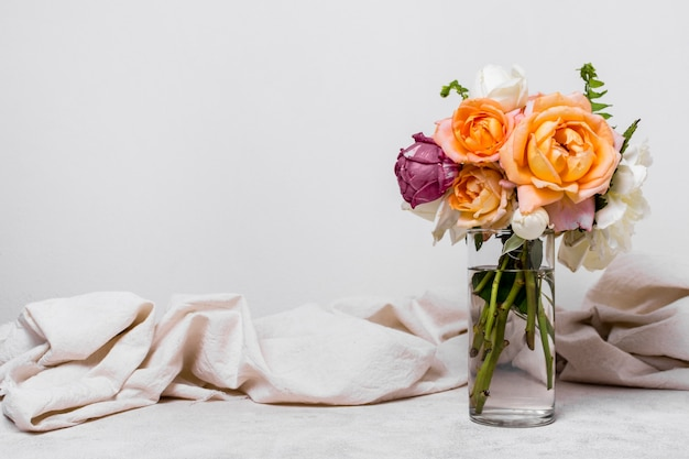 Vista frontale bella disposizione delle rose