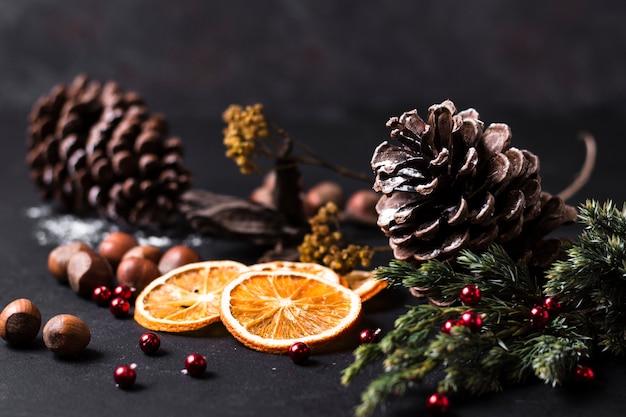 Vista frontale bella disposizione natalizia