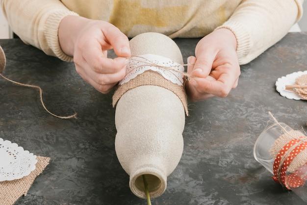 Vista frontale creazione a mano del vaso