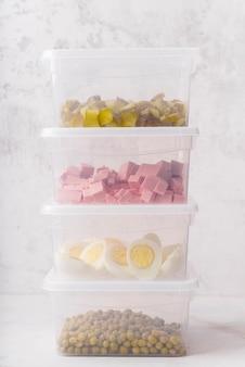 Vista frontale del cibo in lunchbox