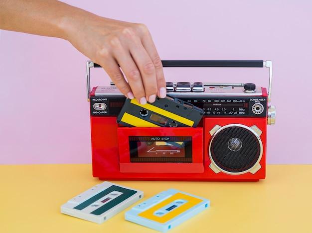 Vista frontale del concetto di musica con la radio