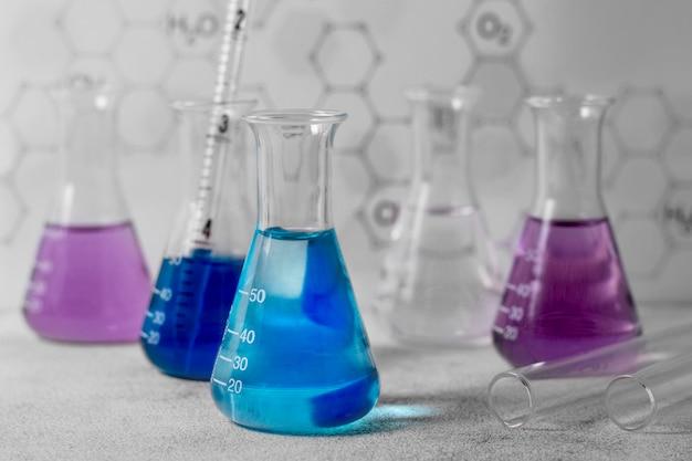 Vista frontale del concetto di scienza della boccetta