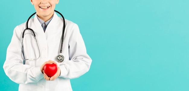 Vista frontale del cuore della holding del medico