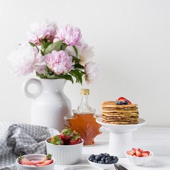 Vista frontale deliziosa colazione