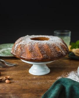 Vista frontale della deliziosa torta tradizionale