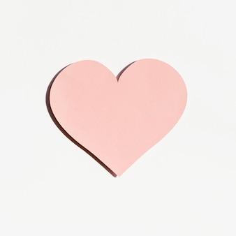 Vista frontale della forma di cuore di carta