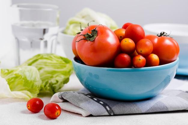 Vista frontale della varietà di pomodori