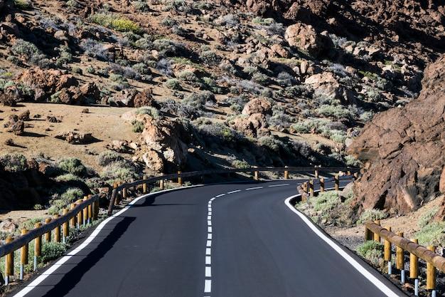 Vista frontale di una bella autostrada senza pedaggio