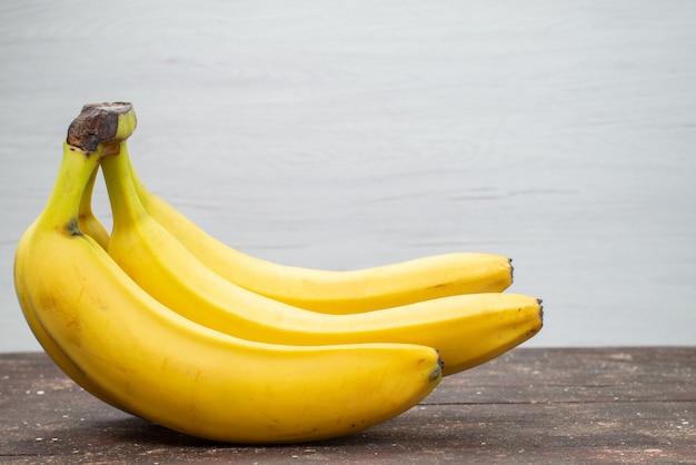 Vista frontale ravvicinata deliziose banane cibo esotico