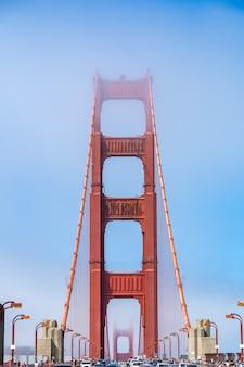 Vista iconica del golden gate bridge di san francisco.