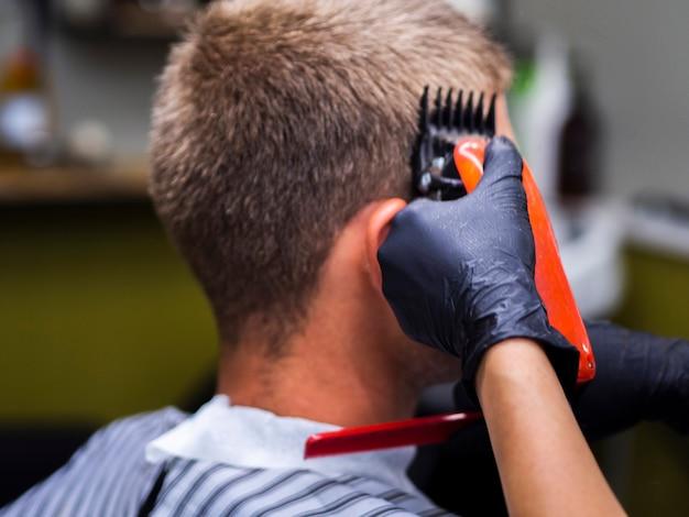 Vista laterale cliente con trimmer