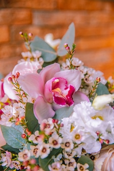 Vista laterale di fiori di iris