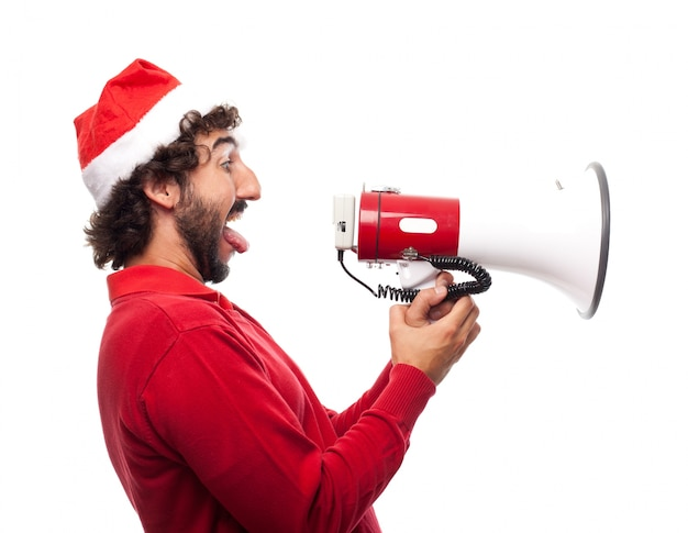 Vista laterale di uomo giocoso con un megafono