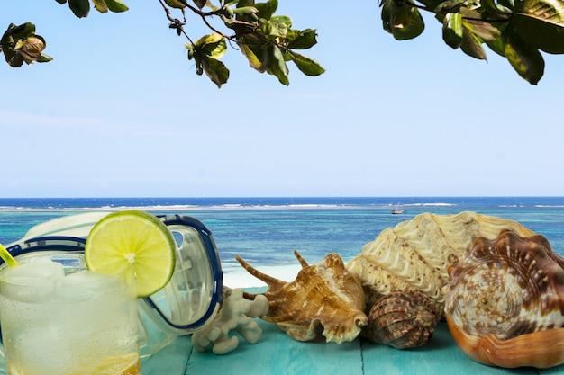 Vista mare e cocktail sulla spiaggia